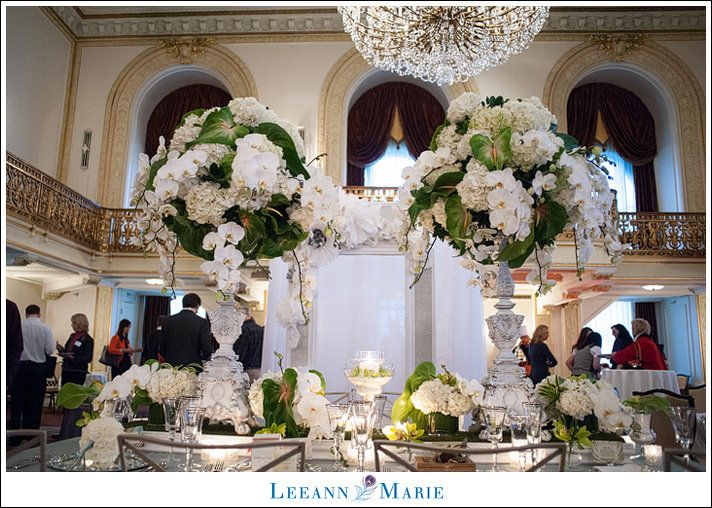 Omni William Penn Hotel Pittsburgh Wedding Photographer      Has the flowers that you like.