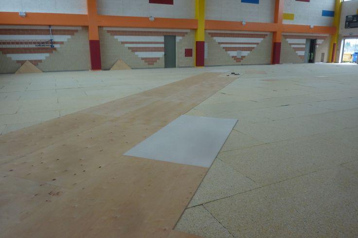 Inizio delle fasi di posa del pavimento sportivo DR in bambù