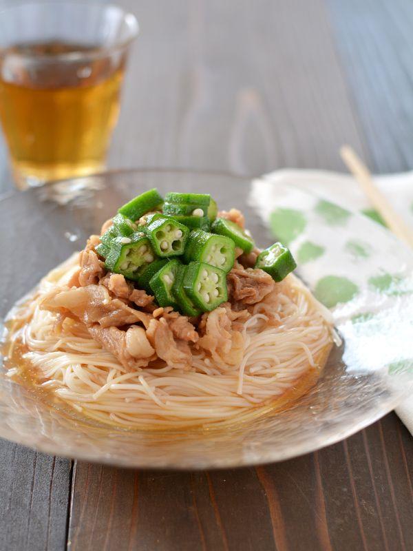 冷やし豚だれそうめん  by西山京子/ちょりママ  Nadia : 豚肉、オクラ | 夏の定番食材「そうめん」ですが、茹でてツユで食べるだけだと、どうしてもマンネリになりますよね。そんなマンネリを解消する「時短&絶品アレンジそうめんレシピ」をご紹介します。