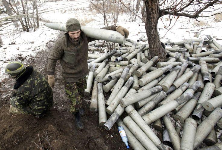 PISKY, UKRAINA. Wesoła i szczęśliwa świąteczna atmosfera nie dotarła wszędzie… Ale czy na pewno? Nie załamujmy rąk, ponieważ Ukraińcy i separatyści przygotowują się do rozmów pokojowych. Czyżby magia świąt jednak zadziałała?