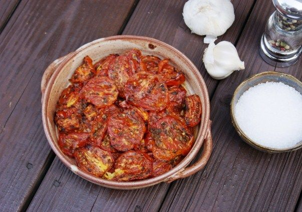 Roasted Tomatoes ... for salads, sandwiches, & sauces, via The Kitchen is My Playground: Food Recipes, Salad, Glorious Food, Playground, Roasted Tomatoes, Dinner Recipes, Kitchen, Garlic Tomatoes, Favorite Recipes