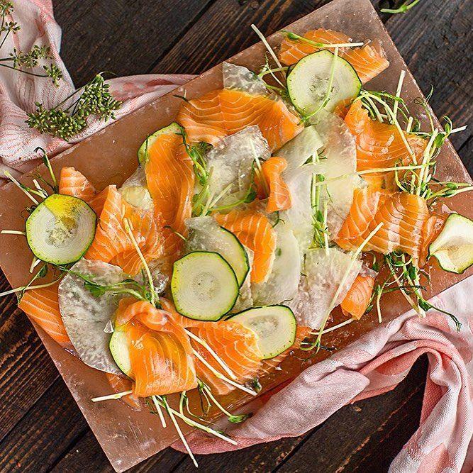 """1,230 gilla-markeringar, 13 kommentarer - Tina Nordström (@mat_tina) på Instagram: """"Lax med tunt skivad kålrabbi och zucchini. Ett par nypor salt och lite pressad citron. That's it.…"""""""