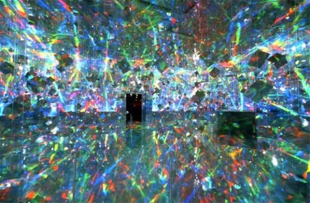 New York Ace Gallery Installation by Hiro Yamagata 2001. An installation combining holographic surfaces, mirrors and light