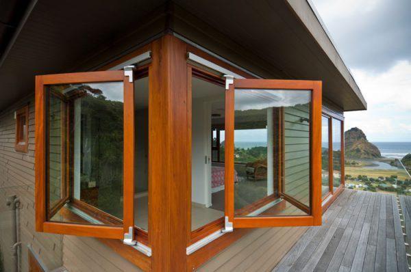 Веранда к дому с пластиковыми окнами, сдвижные окна