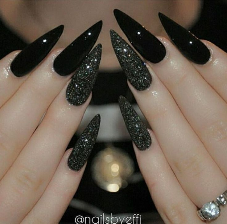 Black stiletto nails with glitter
