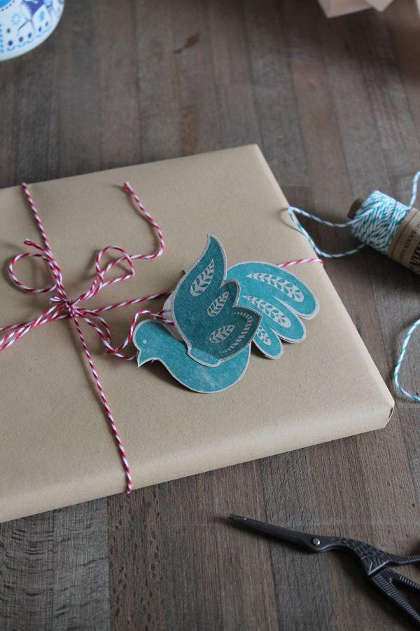 Christmas freebie by faltmanufaktur! #bird #ornament #papercraft #gifttag #freebie #christmas #xmas