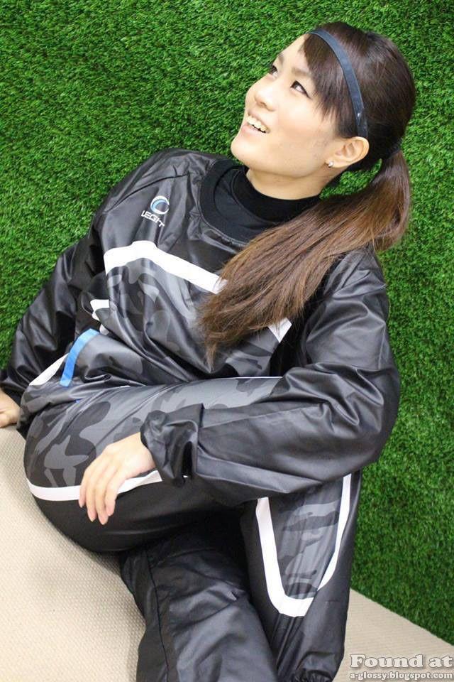 legit-football-style-innovation-nylon-tracksuit-b.jpg 640×960 pixels