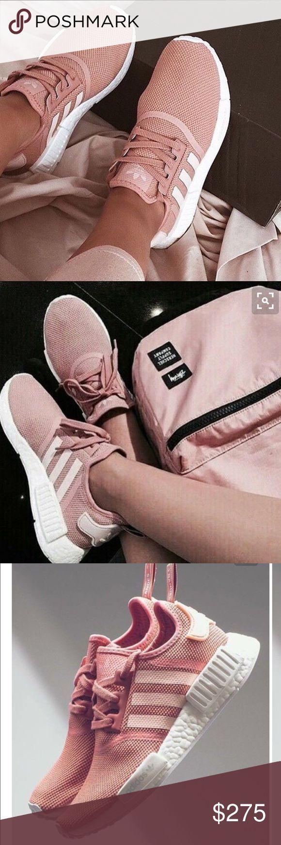 Adidas pink nmd limited edition RARE Diese sind zu 100% von einer anderen Dame gekauft, die von einem seriösen Wiederverkäufer gekauft wurde. Ich habe sie auch authentifiziert. Nie von mir getragen. Minimal getragen von Originalverkäufer. Größe 6, aber sie haben eine große Passform von 6,5 und 7. Sehr schwer zu authentisches Paar zu finden. ABSOLUT KEINE TRADES Adidas Shoes