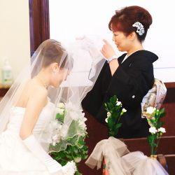 【福岡県久留米市 ホテルニュープラザKURUME・ウェディング】ベールダウン 新婦・母
