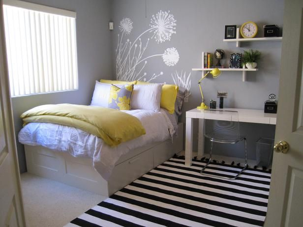 cute!: Small Bedrooms, Color Schemes, Guest Bedrooms, Yellow Bedrooms, Wall Decals, Bedrooms Idea, Guest Rooms, Girls Rooms, Teens Bedrooms