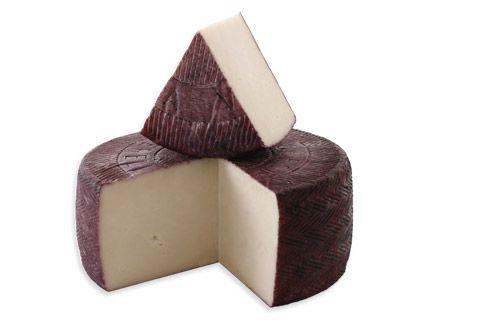 Козий сыр с брусникой