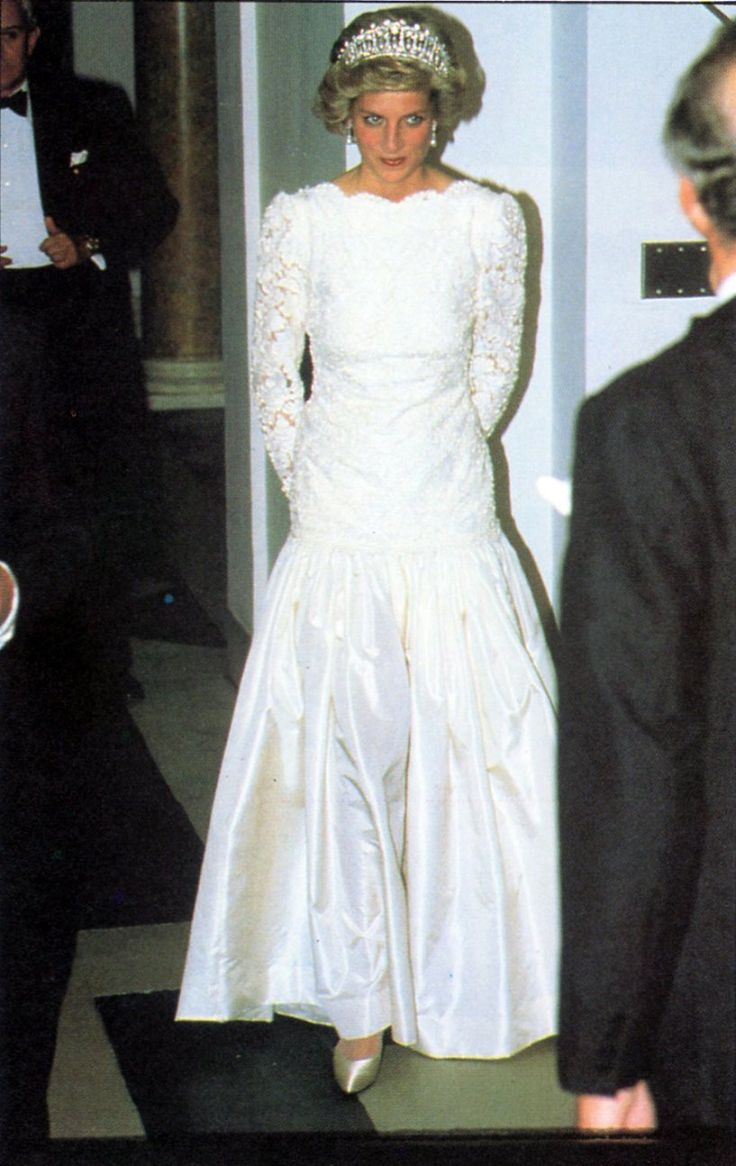 Princess Diana attended a state banquet at the British Embassy in Washington in November 1985 where she wore a daintily scalloped lace evening gown by Murray Arbeid with a drop-waisted taffeta skirt and see-through lace sleeves. She was also wearing the Queen Mary tiara –a wedding present from the queen. More