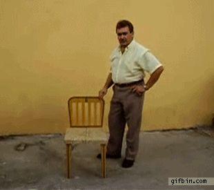 Und Sitzplätze anzubieten. | 22 Situationen, die alle überhöfliche Menschen kennen.