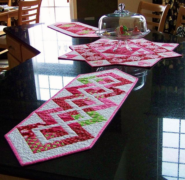 valentine runners 2.Made from Deb Strain's 'Sent with Love' fabric for Moda. Pattern by Anka's Treasures 'On the Run' book.