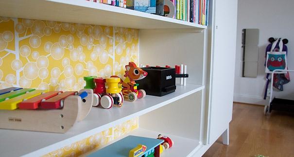 Tapetserat leksaksskåp
