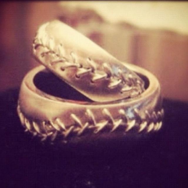 Baseball wedding rings!! Omg wutt?!⚾