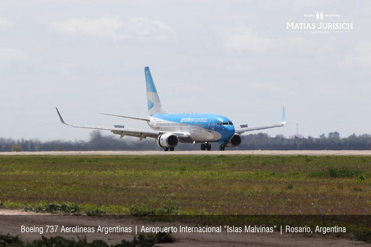 """Boeing 737 de Aerolineas Argentinas aterrizando cubriendo la ruta IGR-ROS   Aeropuerto Internacional """"Islas Malvinas""""   Rosario, Argentina"""