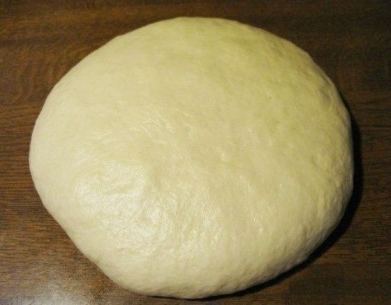 тесто на пельмени и вареники c газировкой  Ингредиенты:  газировка1 стакан  яйцо1 шт.  соль0.5 ч. л.  сахар0.5 ч. л.  масло растительное4 ст. л.  мука4 стакан