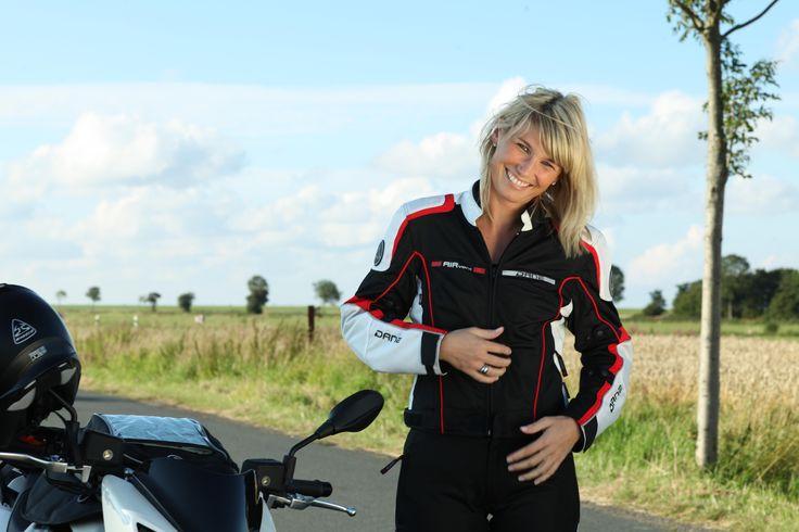 Feel the breeze <3 #shox #dane #fashion #bikergirl