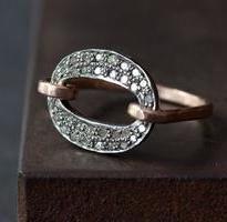 Pave Diamond Orbit Ring++Alexis Russell Encontrado en alexisrusselldesign.bigcartel.com