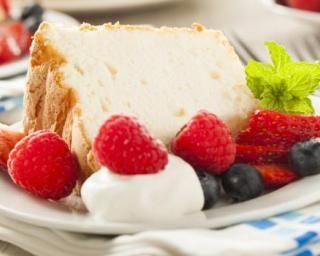 Gâteau des anges ou Angel cake à la vanille sans sucre : http://www.fourchette-et-bikini.fr/recettes/recettes-minceur/gateau-des-anges-ou-angel-cake-la-vanille-sans-sucre.html