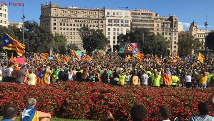 """""""Adiós España"""": Decenas de miles marchan en Barcelona por la independencia de Cataluña"""