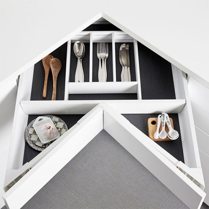 Köksskåp. Praktiskt och smart hörnskåp med 3 st utdragbara lådor.  | Ballingslöv