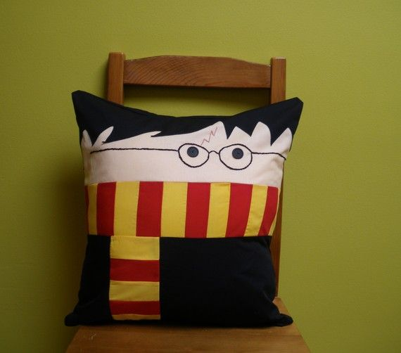 pillow for Harry's girlfriend...Nico: Sewing, Crafts Ideas, Harry Pillows, Harry Potter Fandoms, Harrypotter, Cushions, Things, Diy, Harry Potter Pillows