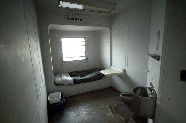 Riker's Island cell