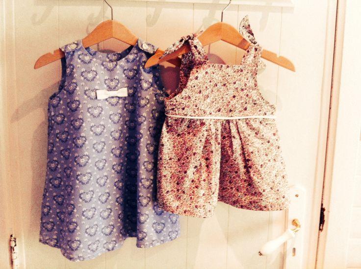 Petite robe et haut à bretelles pour ma jolie poupée