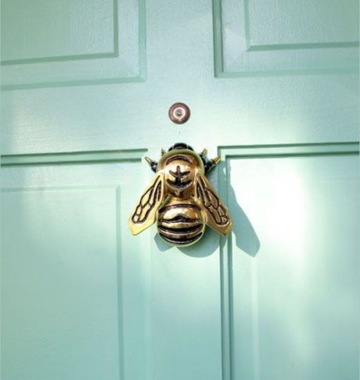 Sweet little bee knocker
