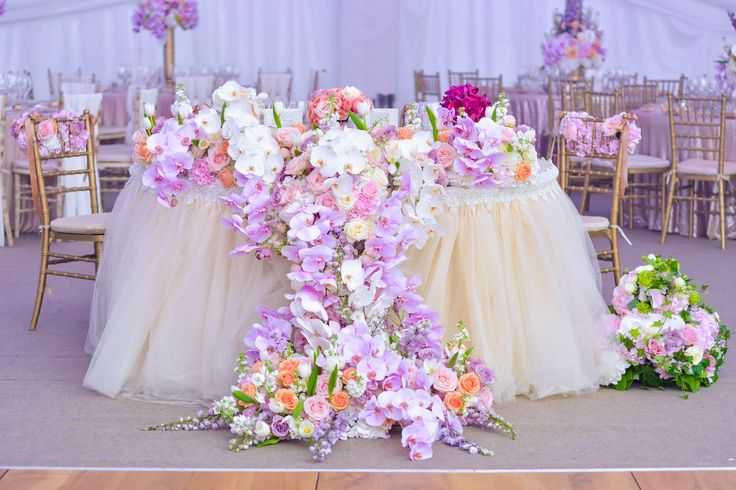 Prezidiu Cascada Cascade flowers table set up