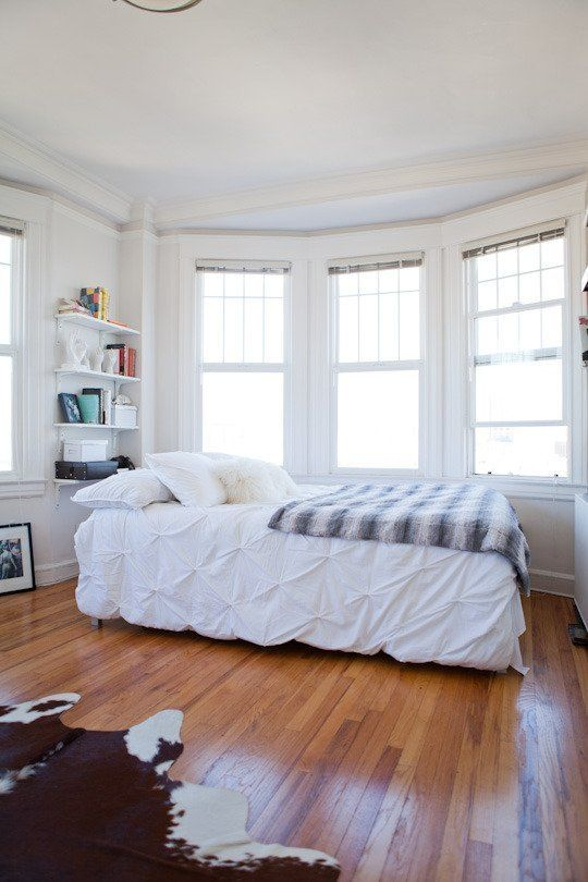 5 design secrets from the most relaxed rooms apartment for Bedroom design apartment therapy