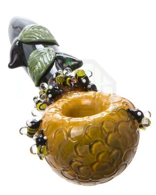 This Bee Glass Pipe Is amazing. This people are amazing at glass art pipes bongs