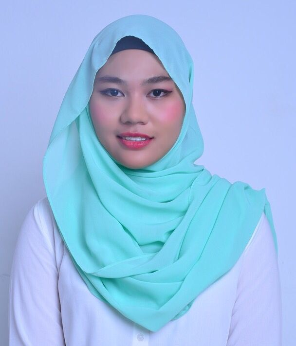 Europa Green. One of the largest moons of Jupiter. Revitalising and refreshing.  Decorated with Swarovski crystals at one corner of the shawl, which resembles the shape of a star and also a Belle Aurora silver logo. Size: 2.0 x 0.7m Material: Soft chiffon aritachi, cool to the skin.  Price: RM 65.00 (includes poslaju postage) - postage day: Monday and Thursday. This item will be packed in a classy black box. Colour may differ slightly due to indoor camera flash settings. Visit IG page…