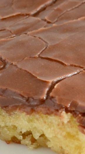 Weißer Blatt-Kuchen mit dem Schokoladen-Bereifen   – Nothing But Sweets