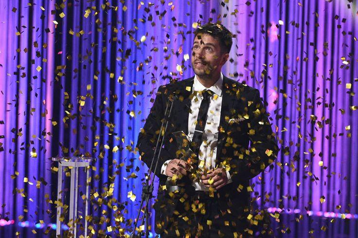 Les beaux malaises couronnée aux 30es prix Gémeaux----Alexandre Barrette (Taxi payant), gagnant du Gémeaux du meilleur animateur de jeux télé-réalité sur la scène de la 30e édition du gala des prix Gémeaux, le 20 septembre 2015, au Théâtre Maisonneuve de la Place des Arts, à Montréal