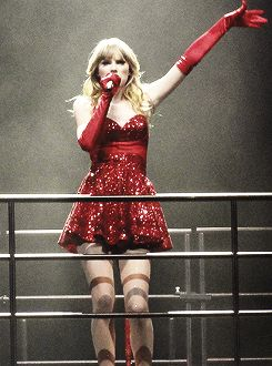 """Taylor swift singing """"You Belong With Me"""" at the Red Tour"""