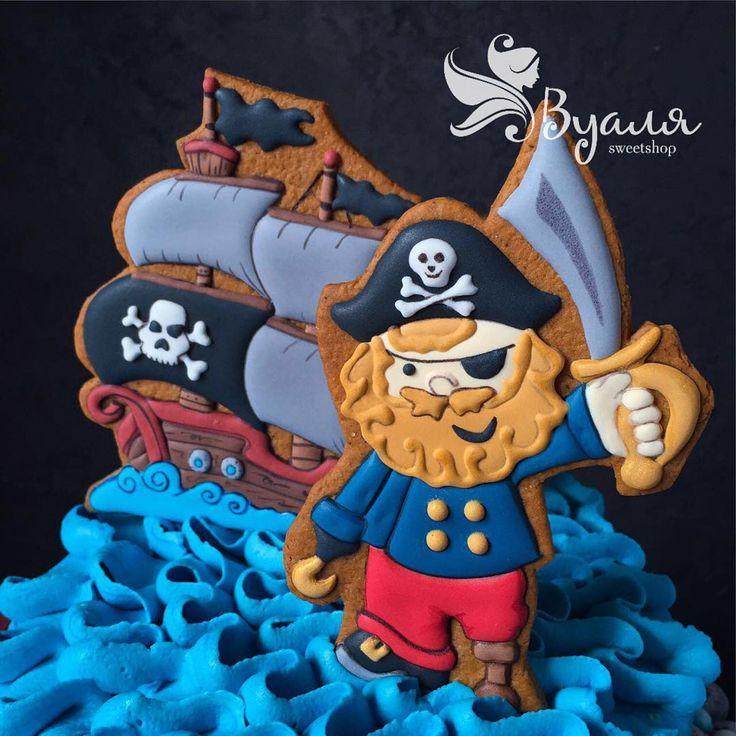 """Йохохо...и бутылка рома !!! 😜😄  Мои пиратики на тортике от @sofya_iva . """"Если ты не ходишь в школу, добавляй бакарди в колу"""" :))) актуальненько...друзья 🙈🍂🍁 #пираты #имбирноепеченье #имбирныепряники #топпер #улыбка #радость #funny #happy #smile #дети #ребенок #любовь #москва #подарок #вкусныйподарок #вкусный #сюрприз #малыш #мама #праздник #деньрождения #девичник #вечеринка #комплимент #корпоратив #сладкийстол #сделанослюбовью #candybar #cookies"""