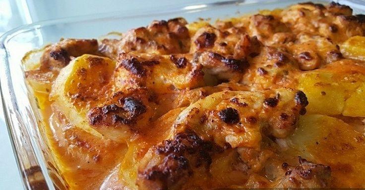 Kuřecí kousky zapékané s bramborami, smetanou a rajským protlakem