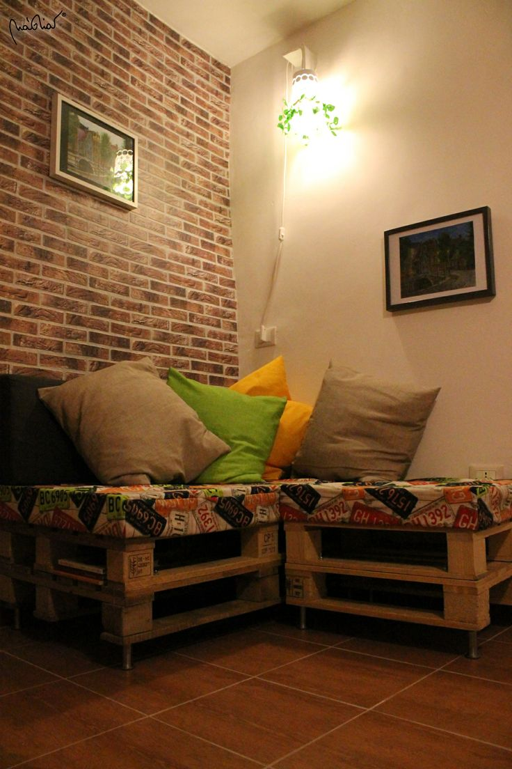 Pallet Sofa, hand made structure and pillows