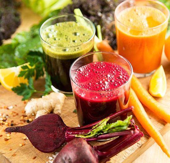 Un singur pahar de suc proaspăt pe zi este ca o infuzie de sănătate pentru organism, la nivel profund. Acestea ne furnizează o multitudine de vitamine, minerale și fitonutrienți într-o formă ușor și rapid asimilabilă, care ne protejează de boli și de îmbătrânirea prematură.