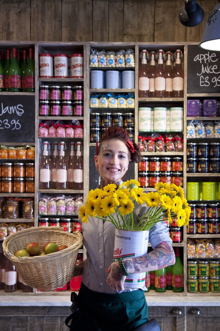Who could resist that smile? #service #smiles #flowers #team