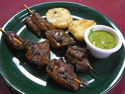 Del corazón de Lima sus deliciosos anticuchos. ¿Te animas?