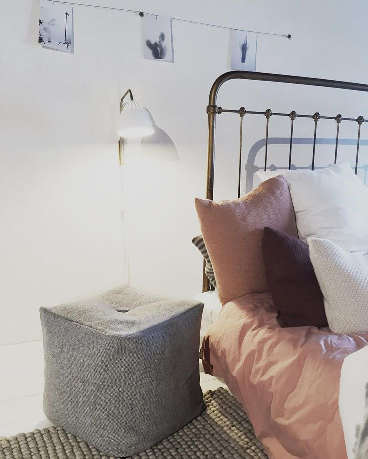 Otto pouf - cute as a bedside table.  #puf #grå ##sidebord #soveværelse