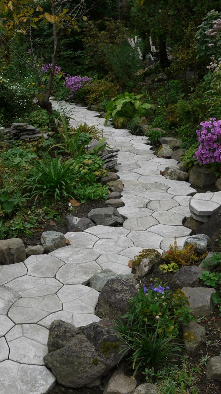 除草のいらない敷石の小道 - 癒しの庭�