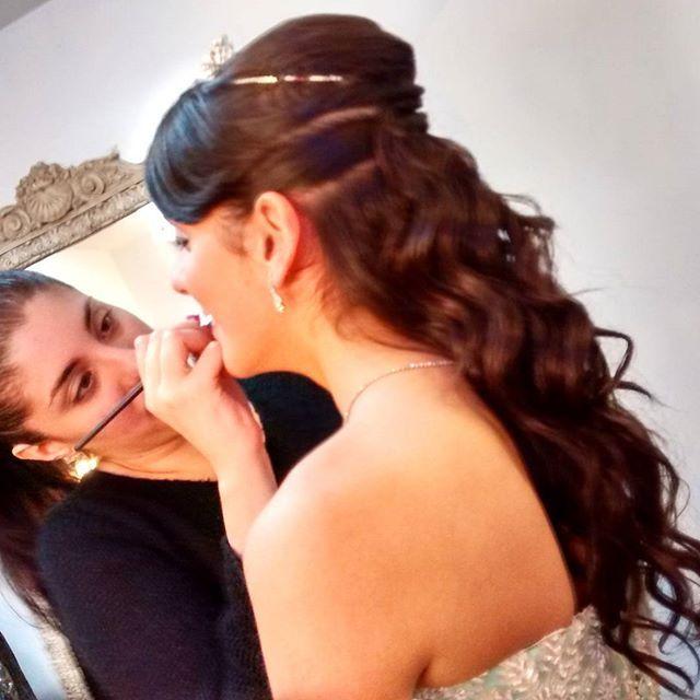 Ayer #peinamos a Leila con un #SemiRecogido con muchos rulos para sus dulces 15 años y fue maquillada por Flor Torres en el salón #craigmhor.  Si cumplís #15años o esta #invitada a uno y querés conocer las promociones envianos un mensaje privado ó mail a mercadomakeup@gmail.com.    #hairstyle #adelaidamercadomakeup