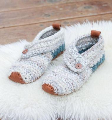 Women's Sunday slippers (free crochet pattern) // Meleg horgolt szobacipők  bőr talppal (ingyenes horgolásminta) // Mindy - craft & DIY tutorial collection