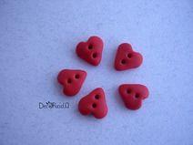 Set di 5 bottoni fatti a mano: cuoricini rossi