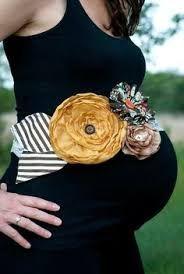 Resultado de imagen para corsage para baby shower en la panza